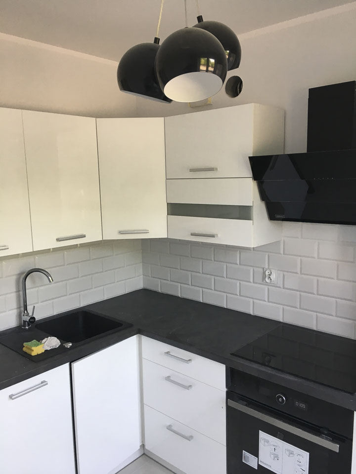 nowoczesna biało czarna kuchnia