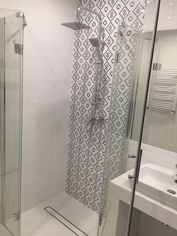 płytki we wzory łazienka