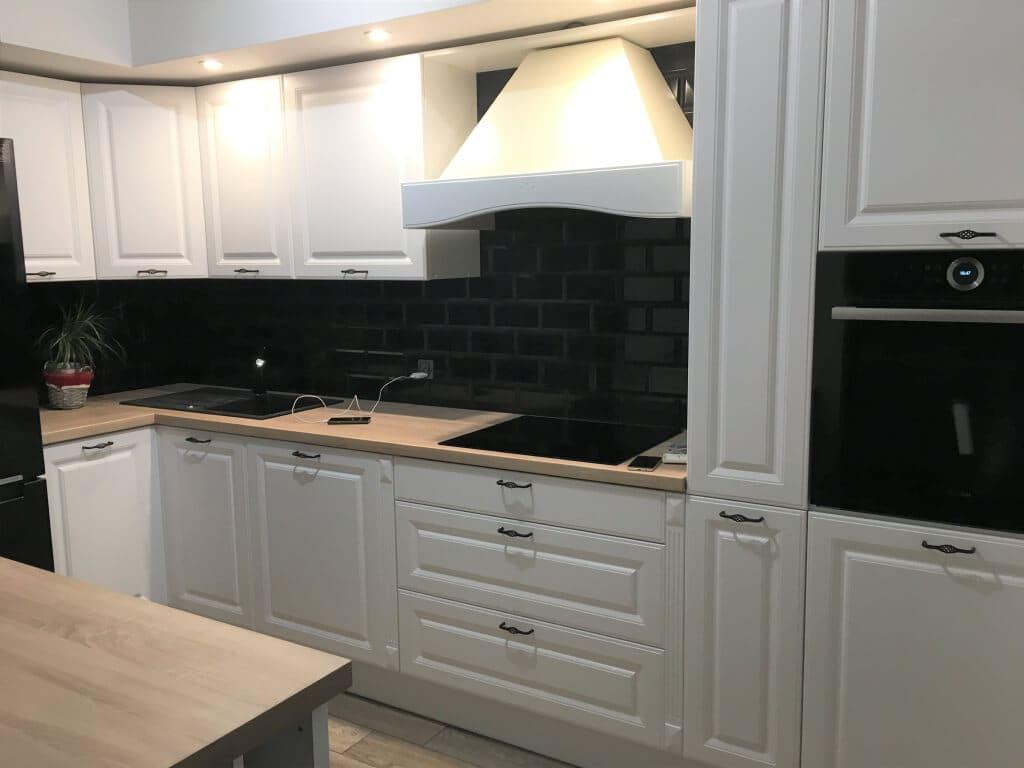 kuchnie biało czarne
