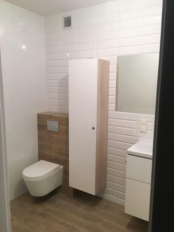 płytki drewnopodobne w łazience