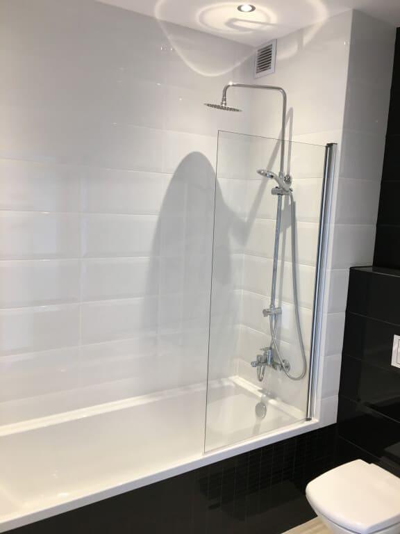 nowoczesna łazienka biało czarna