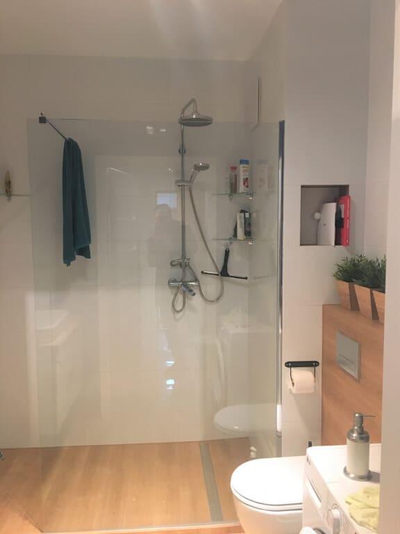 ciepła biało drewniana łazienka> </a> <a href=