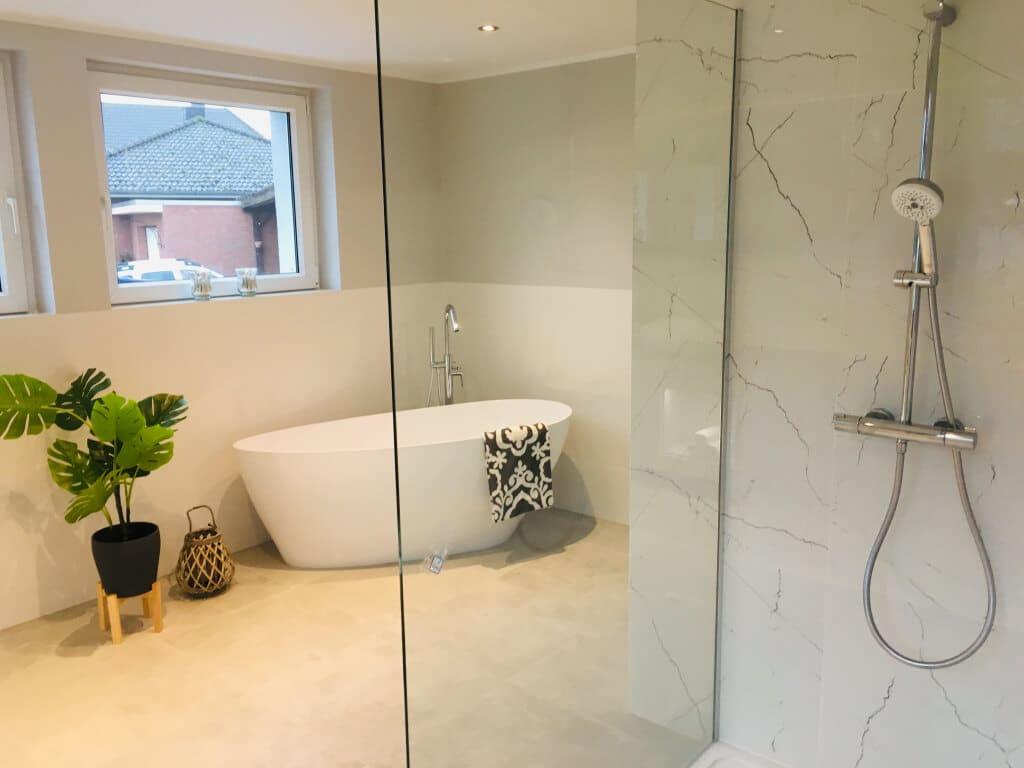 łazienka z wanną i prysznicem jasna