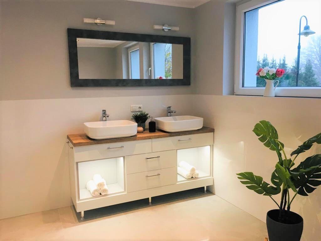 łazienka podświetlana szafka