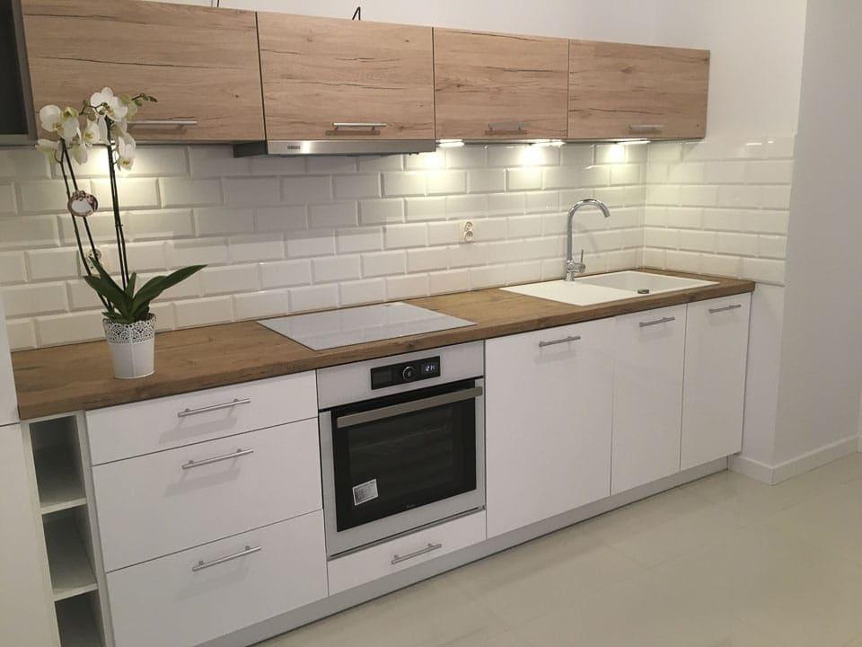 biało drewniane meble kuchenne