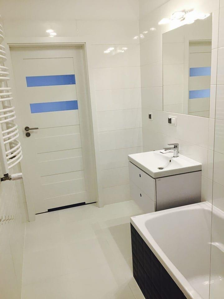 łazienka białe płytki
