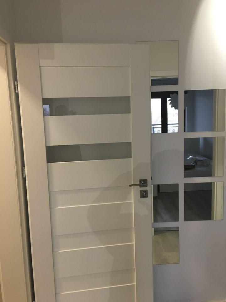 drzwi do pokoju białe